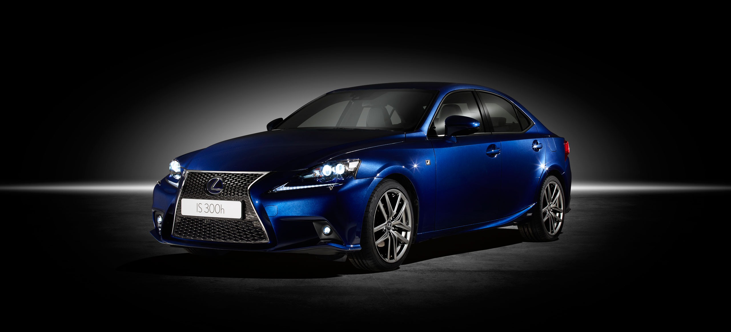 lexus is 300h f sport introduced at geneva motor show lexus enthusiast. Black Bedroom Furniture Sets. Home Design Ideas