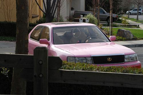 Pink Lexus LS 400
