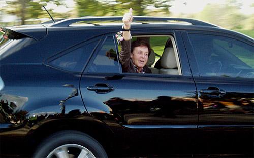 The Beatles Polska: Paul McCartney w reklamie samochodów Lexus.
