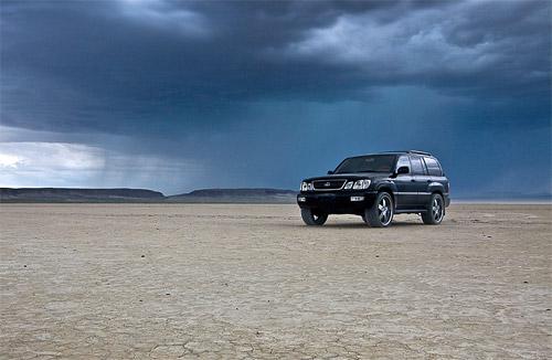Lexus LX470 in the Alvord Desert