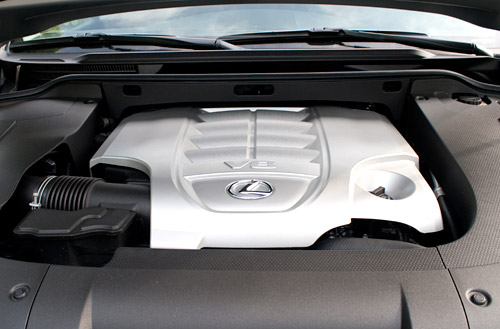 Lexus LX 570 Engine