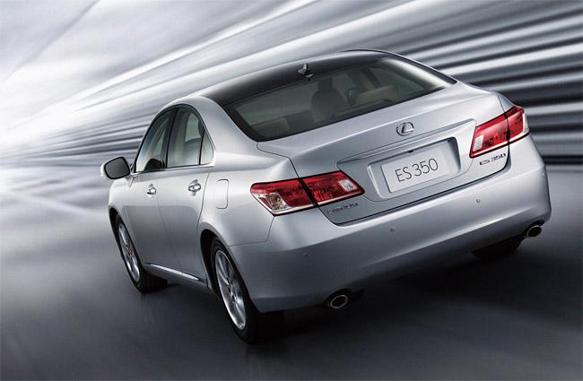 2010 Lexus ES 350 Exterior Rear