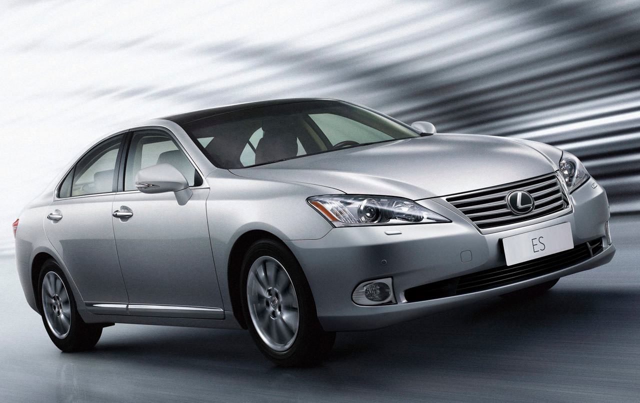 news japanese in lexus es spied dealership spotted facelift