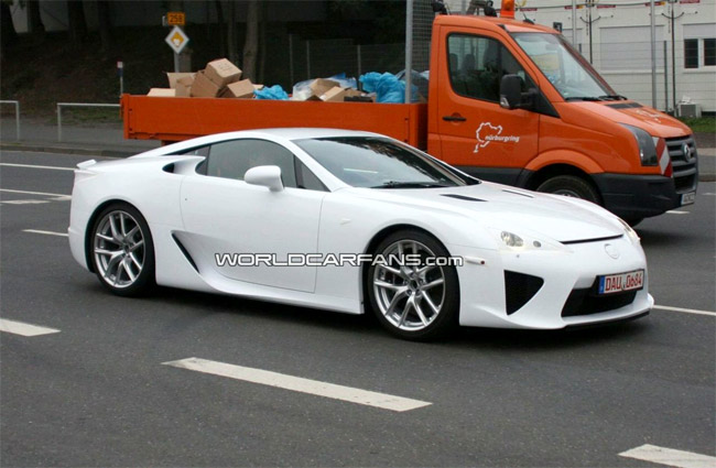 White Lexus LF-A from the side