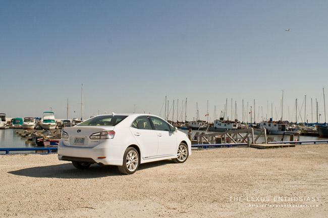 White Lexus HS 250h