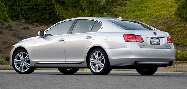 Autoblog reviews the Lexus GS 450h