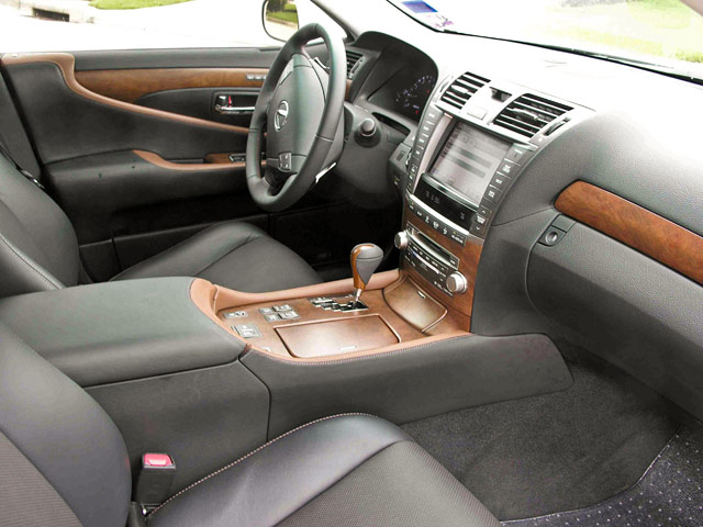Lexus LS 460 Sport Interior