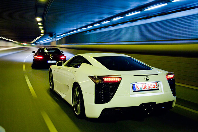 Lexus LFA Against Mercedes Benz SLS