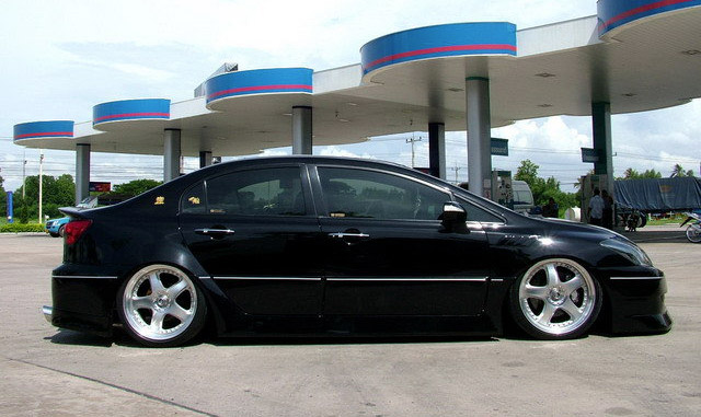 Honda Civic Toyota Crown Lexus IS Hybrid Side