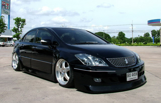 Honda Civic Toyota Crown Lexus IS Hybrid Front
