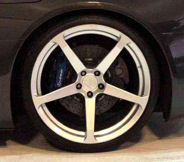 Lexus LFA in CEC Wheels