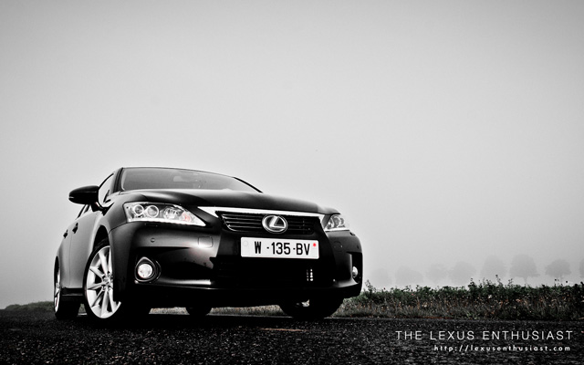 Black Lexus CT 200h in Paris Front Fog