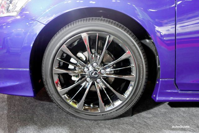 Lexus CT 200h F-Sport wheels