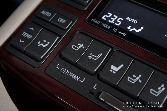 Lexus LS 600hL Ottoman