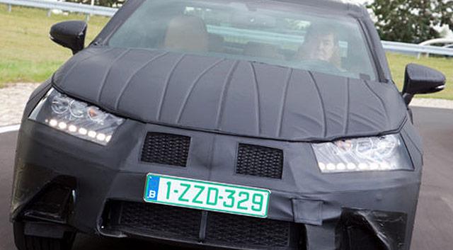 2013 Lexus GS 450h Hybrid Headlight Closeup
