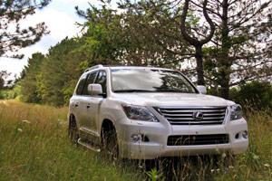 Lexus LX 570 Review from TechCrunch