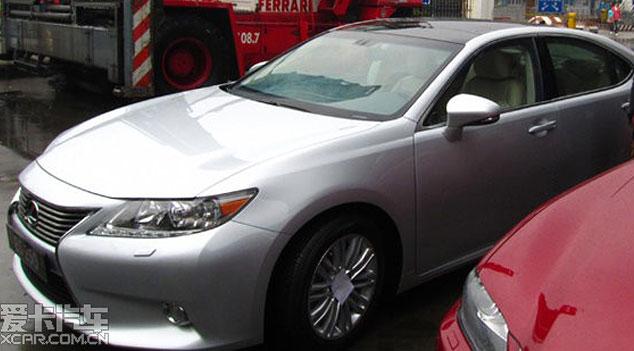 2013 Lexus ES Side Profile