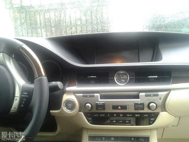 2013 Lexus ES Interior Closeup