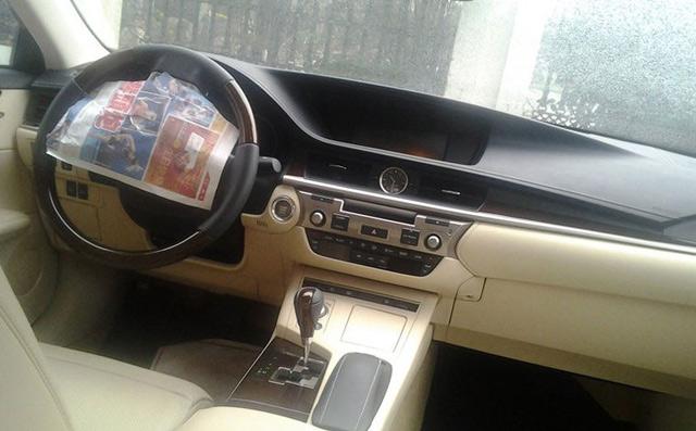 2013 Lexus ES Interior