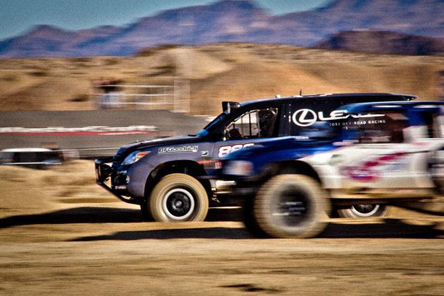 Lexus LX Action 1