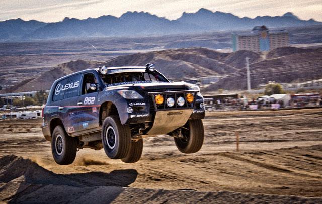 Lexus LX Action 2