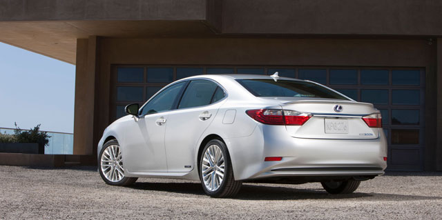 2013 Lexus ES 300h Photo Gallery