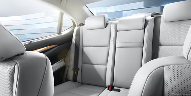 2013 Lexus ES Rear Seats