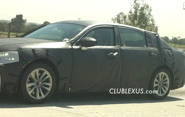 2013 Lexus LS Side Shot