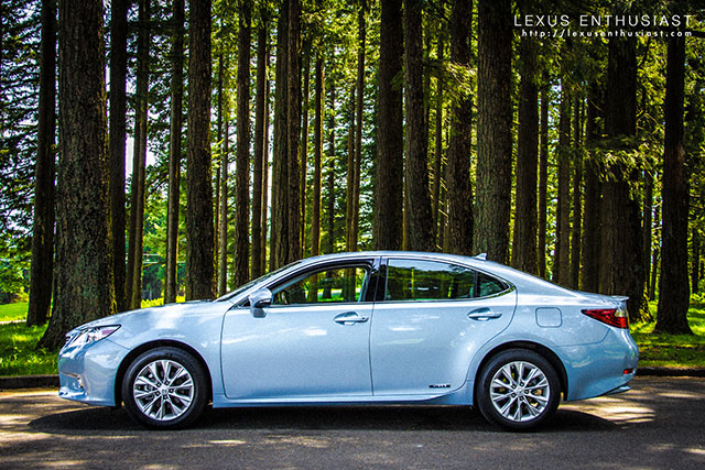 2013 Lexus ES 300h Side Profile