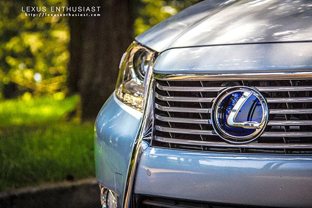 2013 Lexus ES Front Zoom