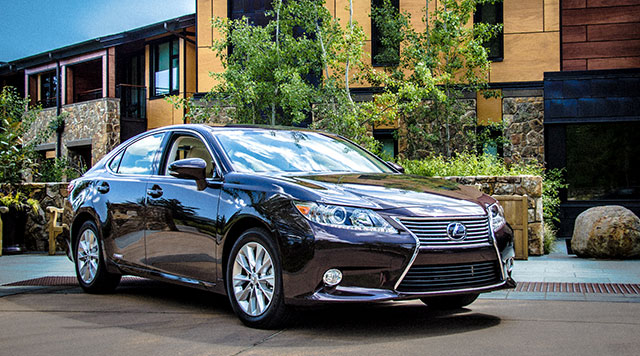 2013 Lexus ES 300h Cover Photo