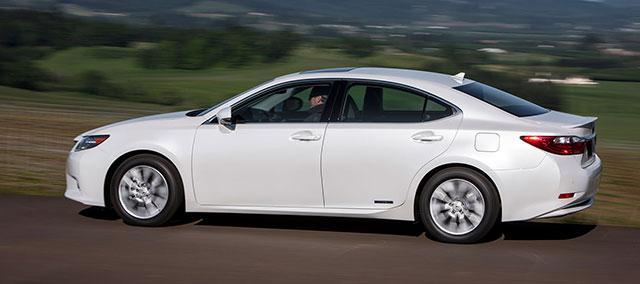 Lexus ES 300h Driving