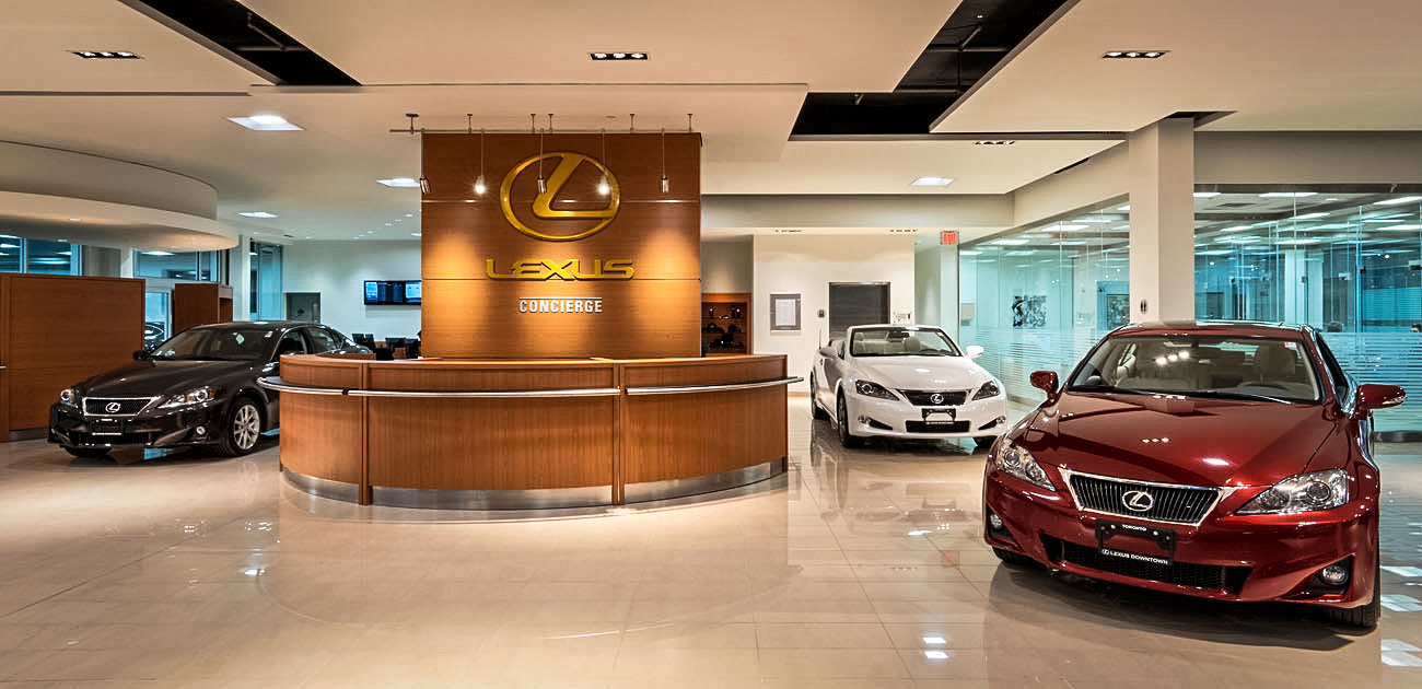 Car Dealers Toronto >> Lexus Downtown Showroom