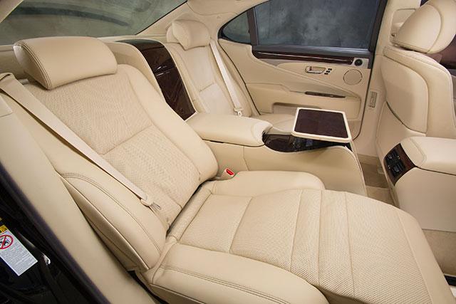 2013 Lexus LS Ottoman