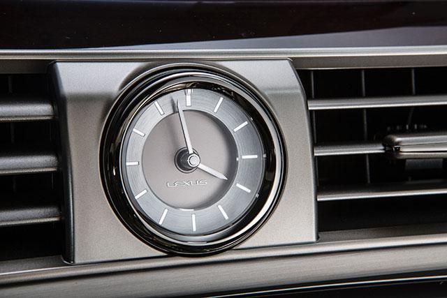 2013 Lexus LS Clock