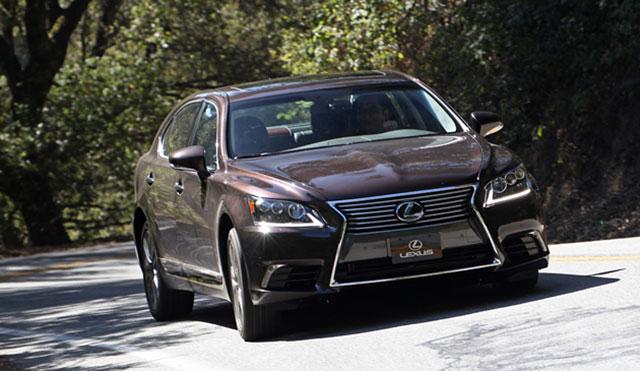 2013 Lexus LS 600hL Driving