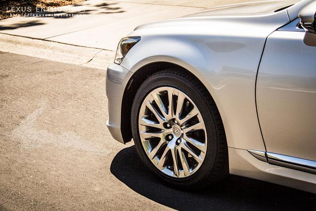 Lexus LS 460 19-inch wheel