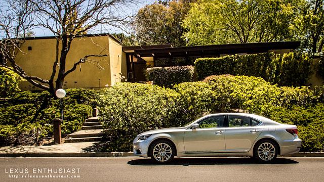Lexus LS 460 in Liquid Platinum