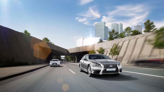 2013 Lexus LS on the Highway