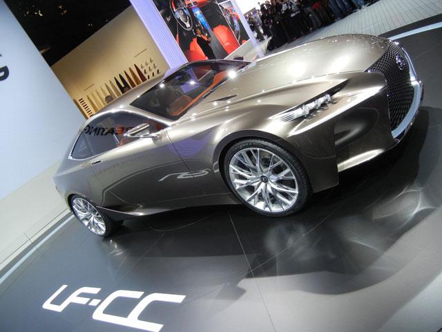 Lexus LF-CC Sideways