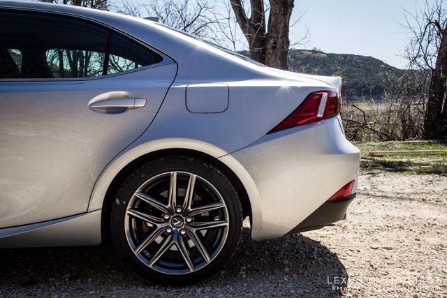 Lexus IS Rear Arch