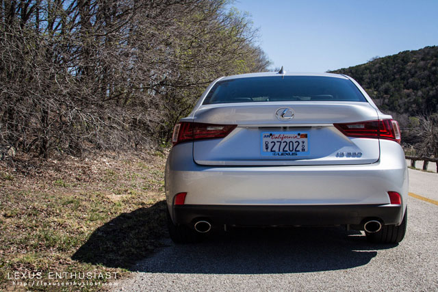 Lexus IS Rear