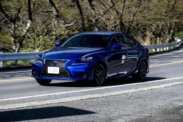 Lexus IS 300h F SPORT in Ultra Blue