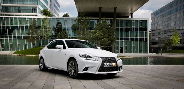 Lexus IS 300h F SPORT UK