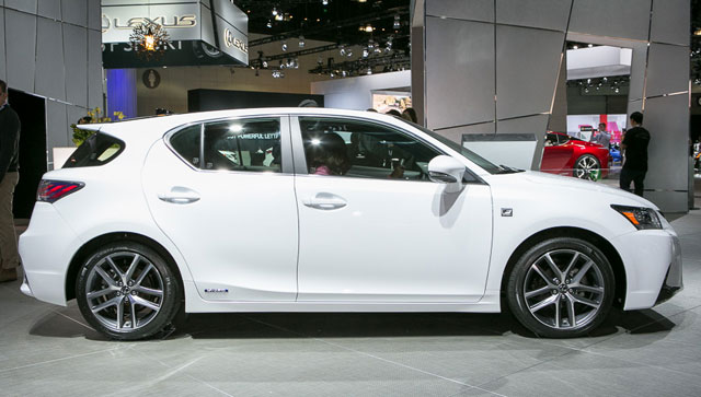 Lexus CT 200h 2014 Side