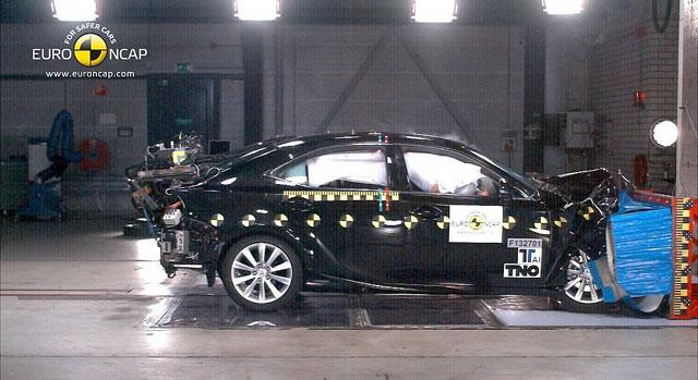 Lexus IS 300h Safety Test Five Star