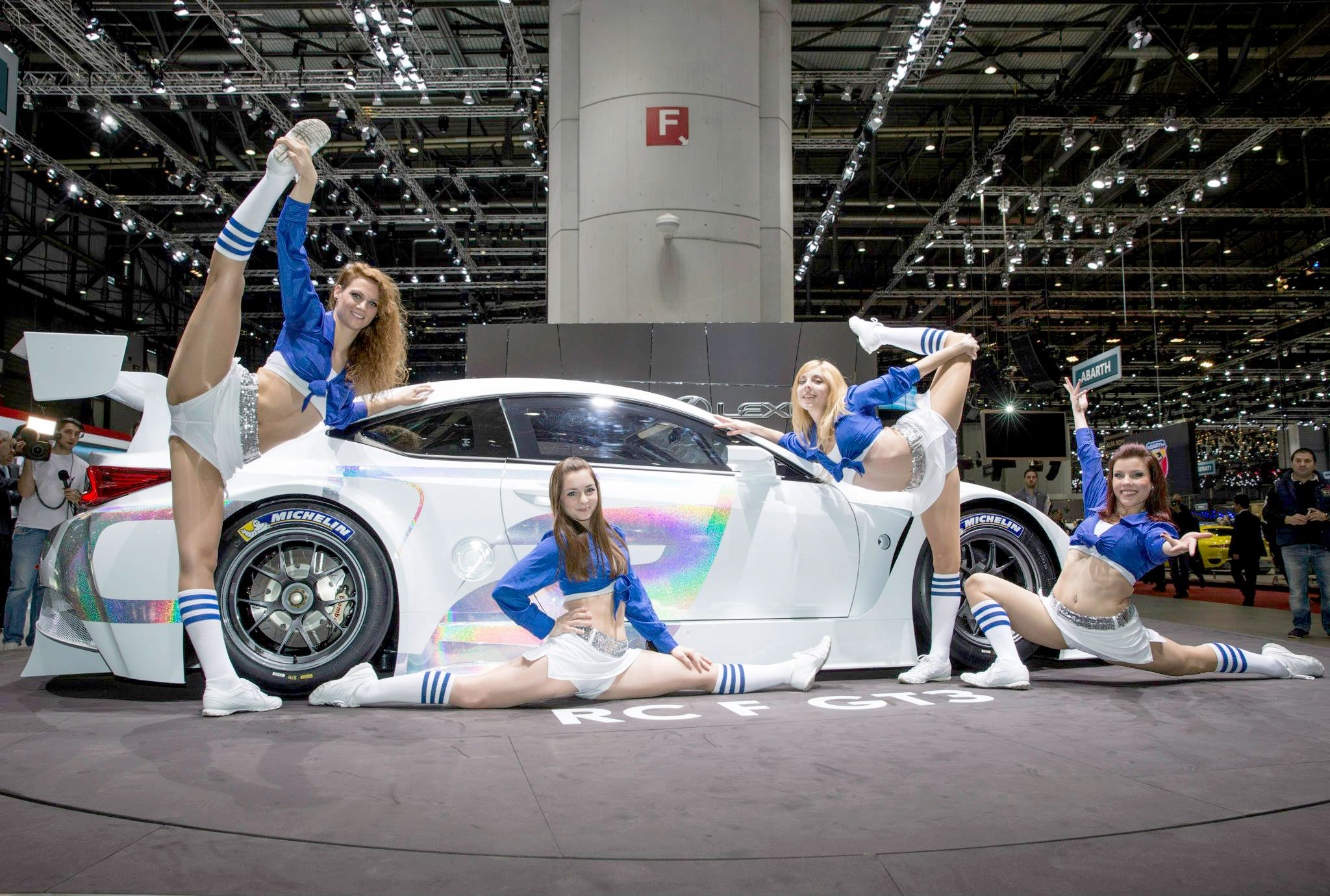 http://lexusenthusiast.com/images/weblog/14-03-04-lexus-rc-f-gt3-cheerleaders.jpg