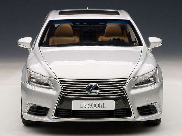 Lexus LS 600hL Diecast Front