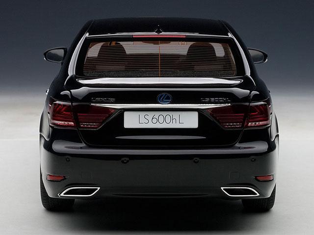 Lexus LS 600hL Diecast Rear