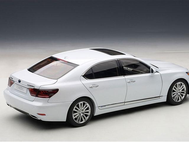 Lexus LS 600hL Diecast Side